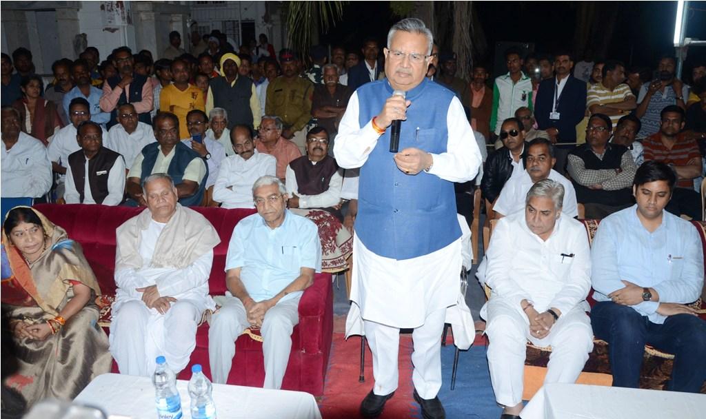 रायपुर : मुख्यमंत्री नगपुरा में स्वर्गीय श्री रावलमल जैन मणि की अंत्येष्टि में शामिल हुए