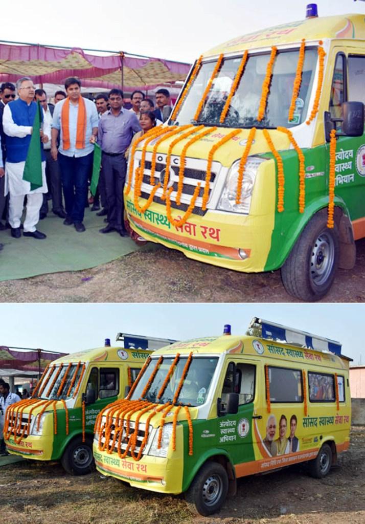 रायपुर : मुख्यमंत्री ने किया स्वास्थ्य सेवा रथों का लोकार्पण