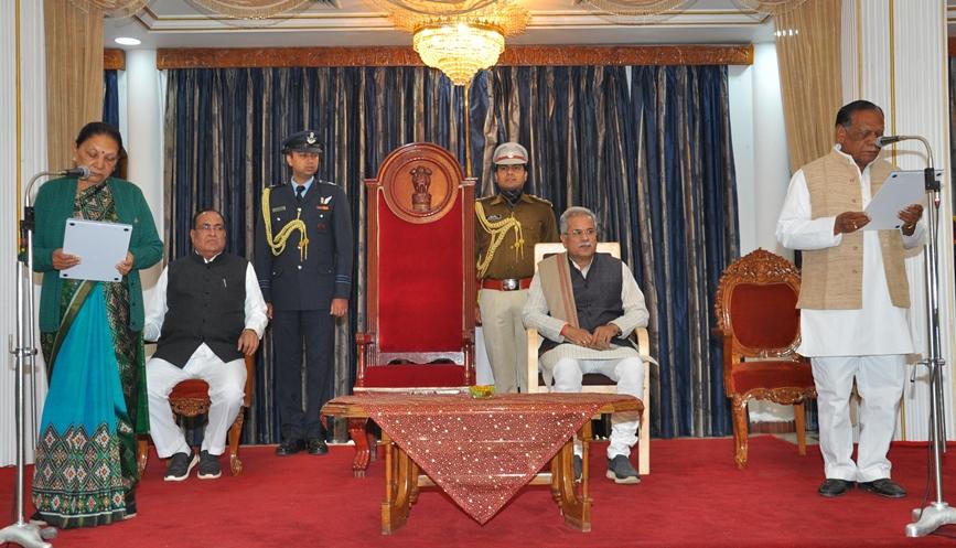 राज्यपाल ने श्री रामपुकार सिंह को प्रोटेम स्पीकर की शपथ दिलायी
