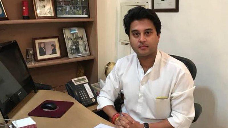 ज्योतिरादित्य सिंधिया ने कांग्रेस महासचिव पद से दिया इस्तीफा