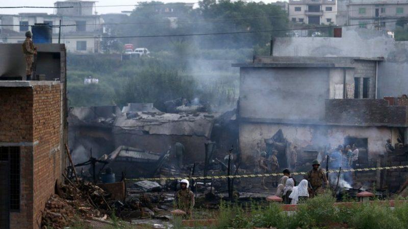 रावलपिंडी के रिहायशी इलाके में गिरा सेना का विमान,19 लोगों की मौत
