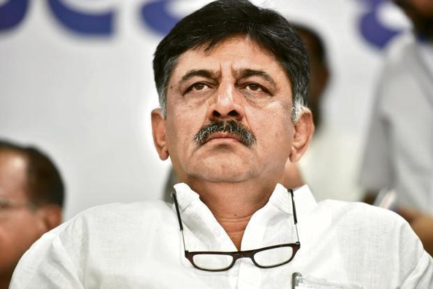कर्नाटक के मंत्री डीके शिवकुमार मुंबई पुलिस की हिरासत में