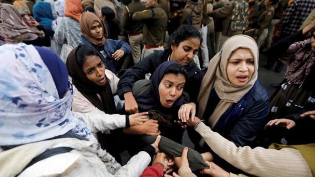 दिल्ली हिंसा को लेकर तीन लोगो पर एफआईआर दर्ज