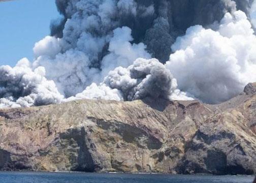 न्यूजीलैंड के व्हाइट आइलैंड में ज्वालामुखी विस्फोट से पांच लोगों की मौत