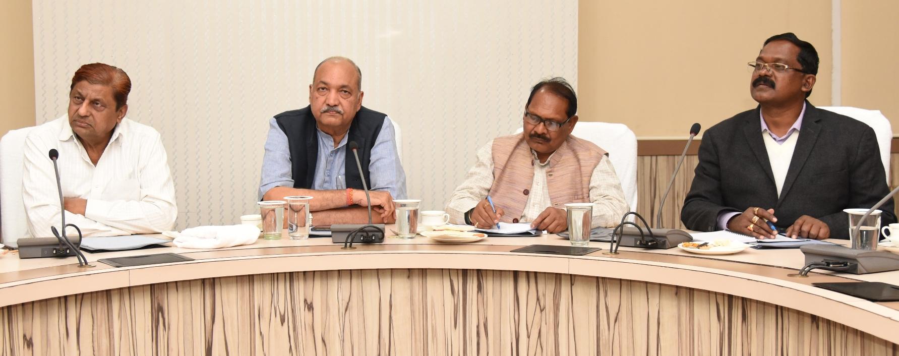 किसानों को धान खरीदी की बकाया राशि दिलाने  संबंधी मंत्री मण्डलीय उप समिति की बैठक सम्पन्न