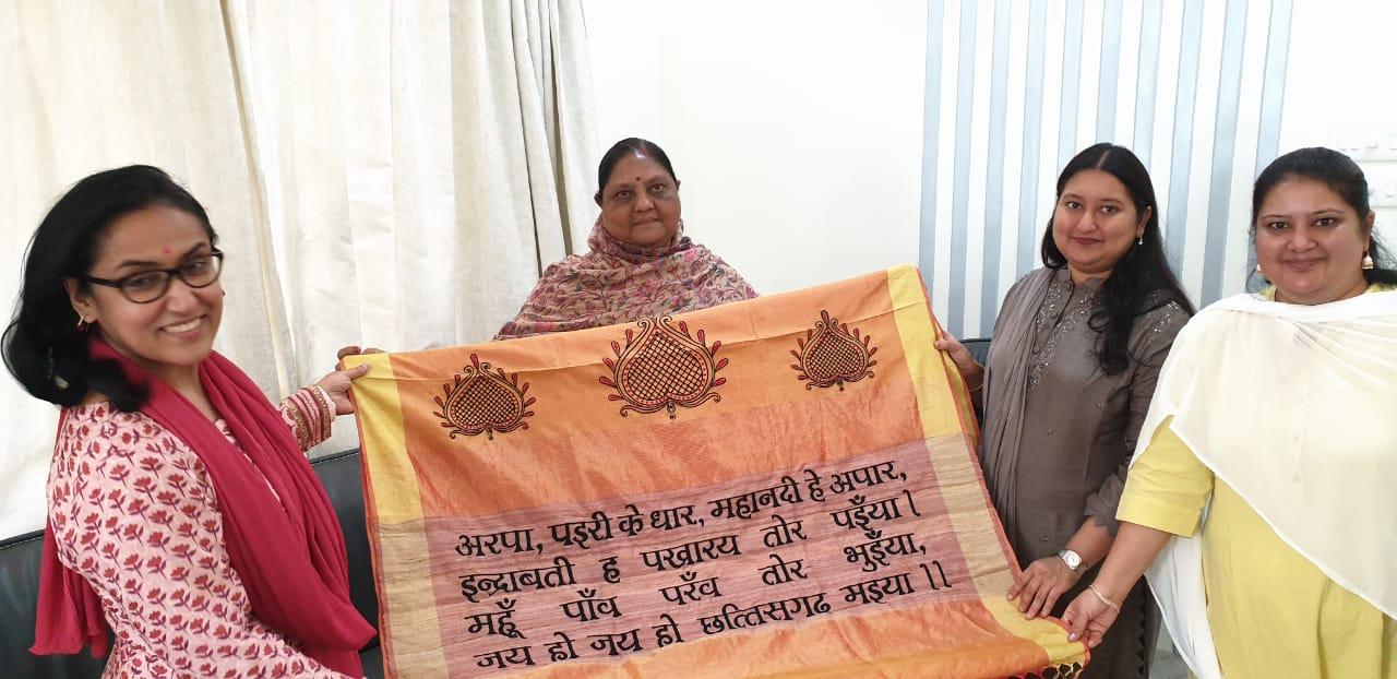 राज्य गीत 'अरपा पैरी के धार, महानदी हे अपार' से उकेरित वस्त्रों का कलेक्शन शुरू