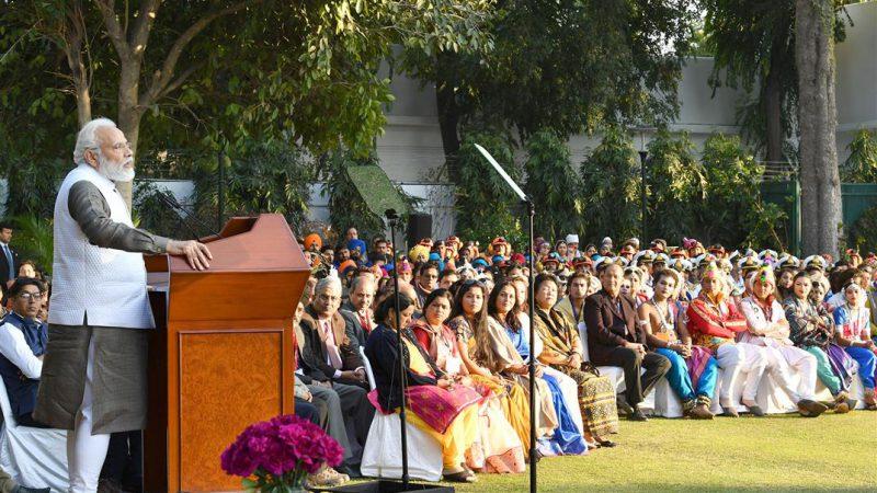 प्रधानमंत्री ने 71वीं गणतंत्र दिवस परेड में एनसीसी कैडेटों और झांकी कलाकारों के साथ बातचीत की