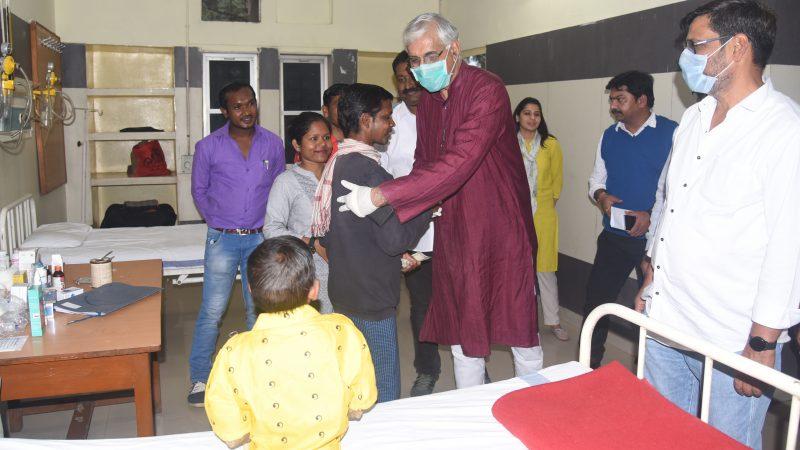 अस्पताल पहुंचकर स्वास्थ्य मंत्री मिले जागेश्वरी से, पूरा इलाज का दिलाया भरोसा