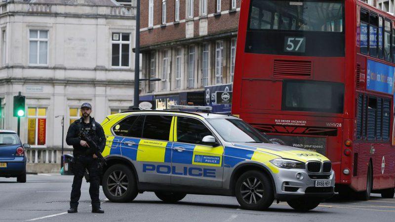 लंदन में कई लोगो को चाकू से घायल करने वाला मारा गया