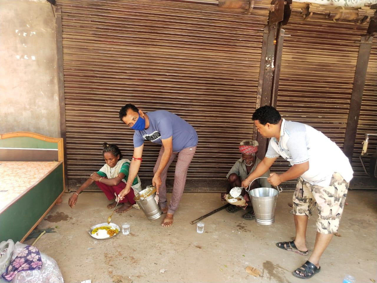 रायपुर : लॉकडाउन: दो हजार से अधिक निराश्रित व्यक्तियों तक पहुंचाया निःशुल्क ताजा भोजन
