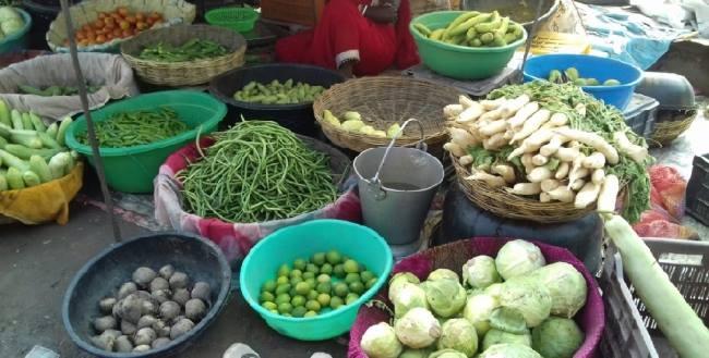 मुख्यमंत्री श्री बघेल के निर्देश के बाद सब्जियों के दाम हुए आधे