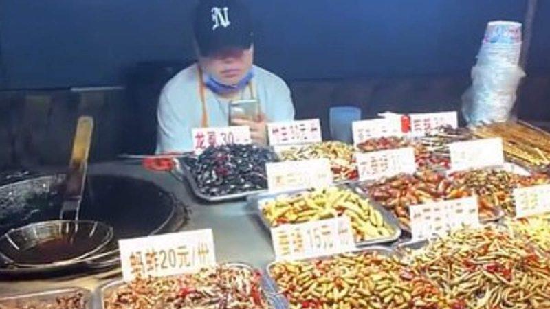 राहत मिलते चीन में खुली तले कीड़ों की दुकानें