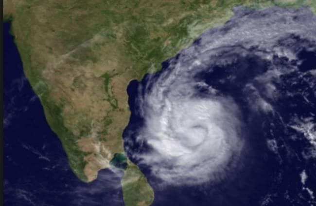 दक्षिण-पश्चिम बंगाल की खाड़ी के ऊपर बने एक चक्रवाती तूफान 'निवार' की तीव्रता बढ़ी
