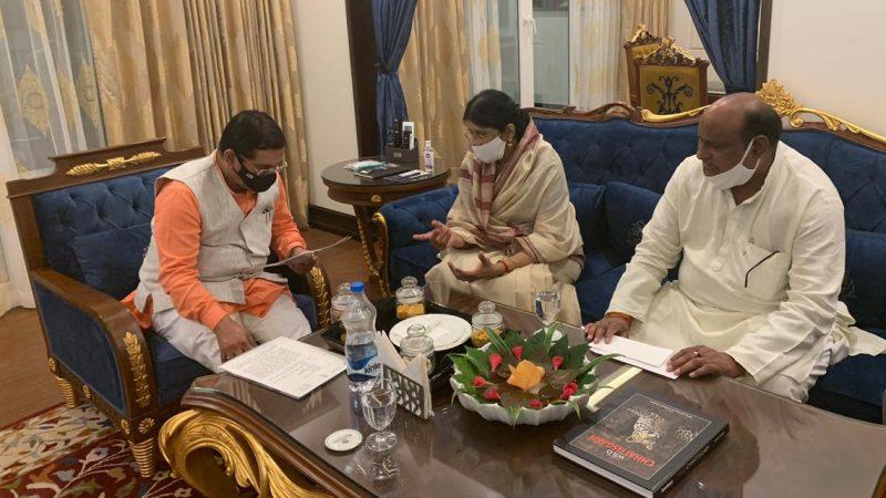 केंद्रीय कोयला खान मंत्री श्री प्रहलाद जोशी से राजस्व मंत्री जयसिंह अग्रवाल एवं सांसद श्रीमती ज्योत्सना महंत ने की सौजन्य मुलाकात