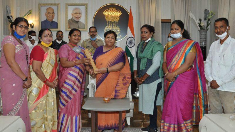 राज्यपाल से सांसद श्रीमती नेताम के नेतृत्व में प्रतिनिधिमण्डल ने की भेंट
