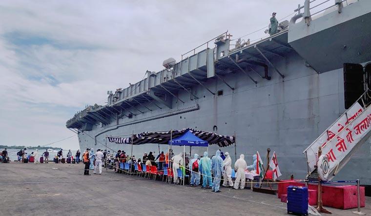 """भारतीय नौसेना ने पूरा किया """"ऑपरेशन समुद्र सेतु"""""""