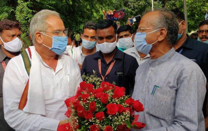 मुख्यमंत्री बघेल ने गृह मंत्री श्री ताम्रध्वज साहू को दी जन्मदिन की बधाई