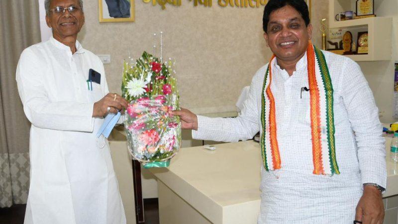 नगरीय प्रशासन मंत्री डॉ. डहरिया ने गृहमंत्री श्री ताम्रध्वज साहू को  जन्मदिन की दी बधाई एवं शुभकामनाएं