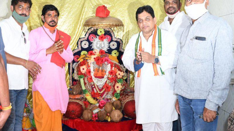 माता कौशल्या मंदिर में मंत्री डॉ. शिव डहरिया ने टेका माथा