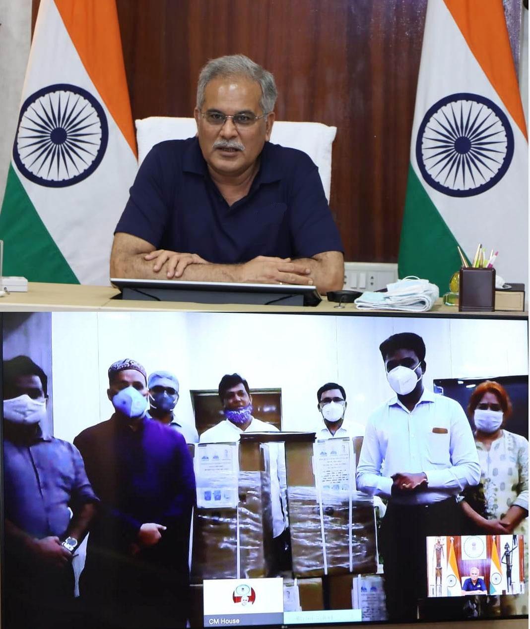 मुख्यमंत्री भूपेश बघेल की वर्चुअल मौजूदगी में छत्तीसगढ़ जकात फाउंडेशन ने कोरोना मरीजों के इलाज के लिए पांच ऑक्सीजन कंसंट्रेटर मशीन भेंट की