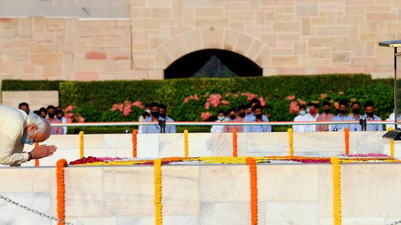 प्रधानमंत्री ने महात्मा गांधी को उनकी जयंती पर नमन किया