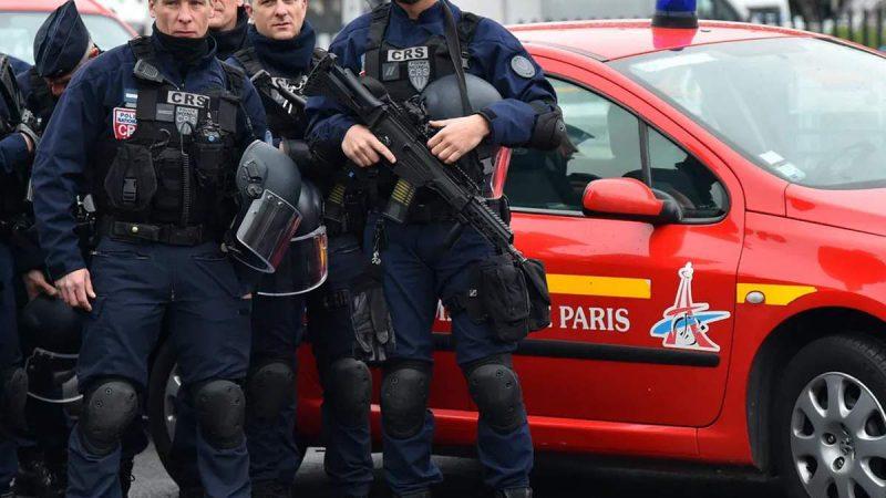 कट्टरपंथ के खिलाफ ऐक्शन में फ्रांस, इस्लामी गुट पर लगाया प्रतिबंध, छापेमारी जारी