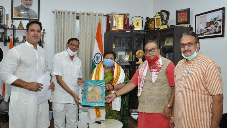 राज्यपाल से पूर्व मंत्री श्री साहू के नेतृत्व में प्रतिनिधिमण्डल ने सौजन्य मुलाकात की