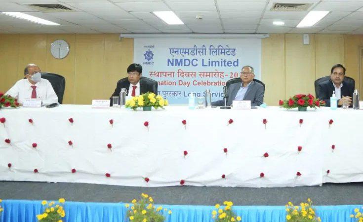 कोविड दिशानिर्देशों को पालन करते हुए एनएमडीसी में 63 वां स्थापना दिवस मनाया गया
