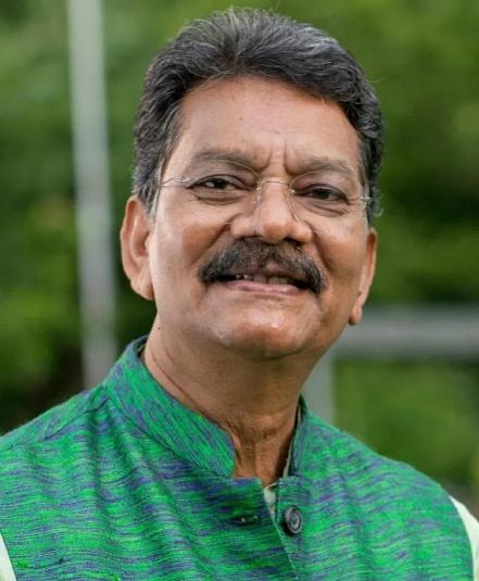 विस् अध्यक्ष डॉ चरणदास महंत ने युवा दिवस, स्वामी विवेकानन्द जी जयंती पर उन्हें याद करते हुये किया नमन