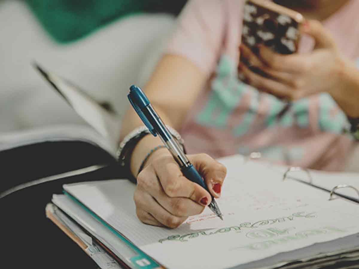 बोर्ड परीक्षा से पहले ही क्वेश्चन पेपर आउट? पढ़िए सरकार की क्या है तैयारी