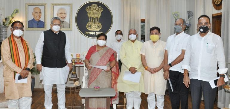 भाजपा ने कोरोना के फैलाव को रोकने में प्रदेश सरकार की विफलता पर राज्यपाल को ज्ञापन सौपा