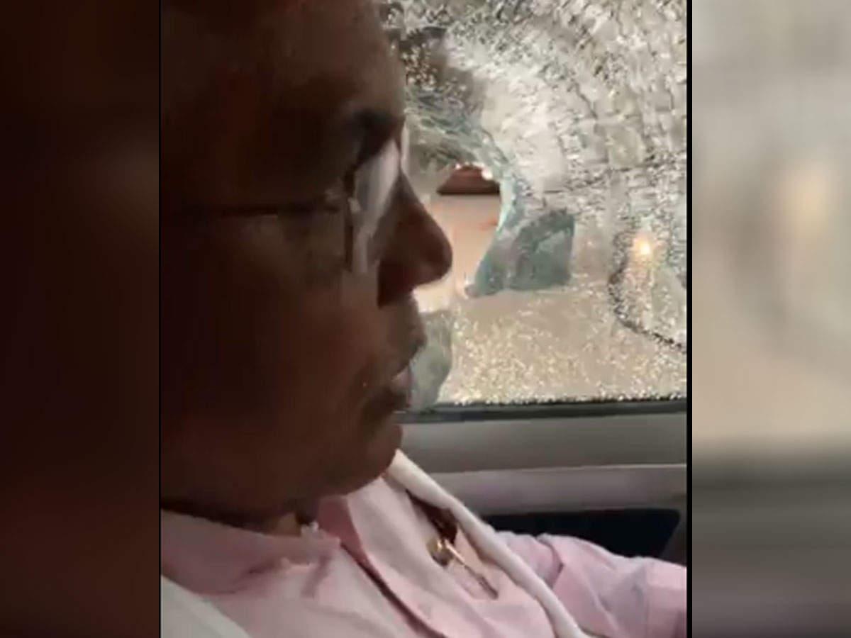बंगाल बीजेपी अध्यक्ष दिलीप घोष की कार पर हमला, बोले- TMC के लोगों ने बम फेंका