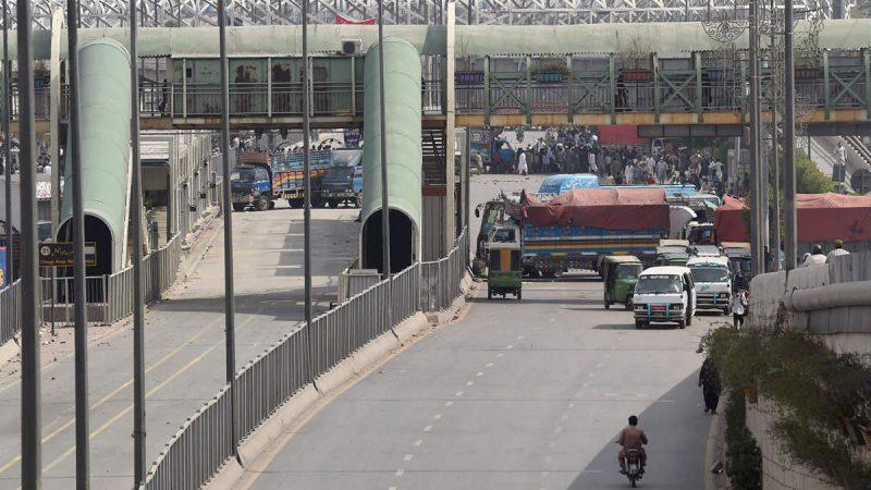 पाक के कई शहरों में हिंसा, भारतीय सिखों की सुरक्षा पर बोले जयशंकर- लगातार संपर्क में