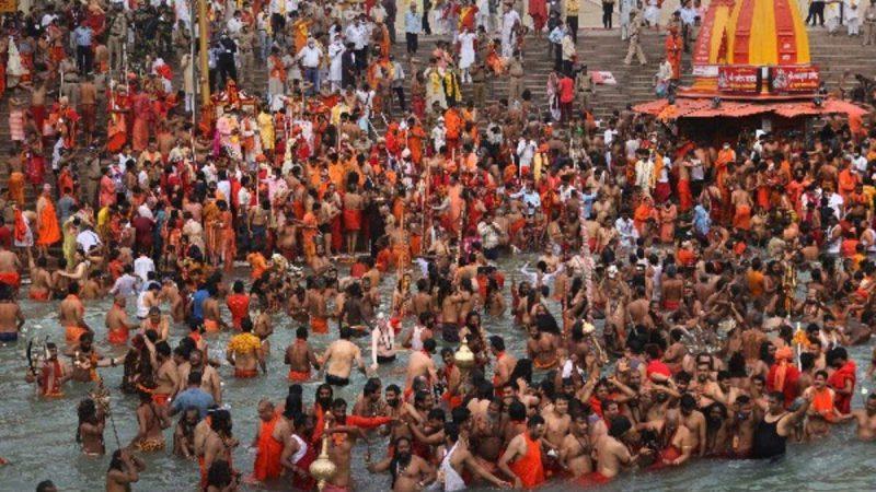 हरिद्वार कुंभ में थम नहीं रहा कोरोना, 5 दिनों के भीतर 2 हजार से ज्यादा संत-श्रद्धालु निकले पॉजिटिव