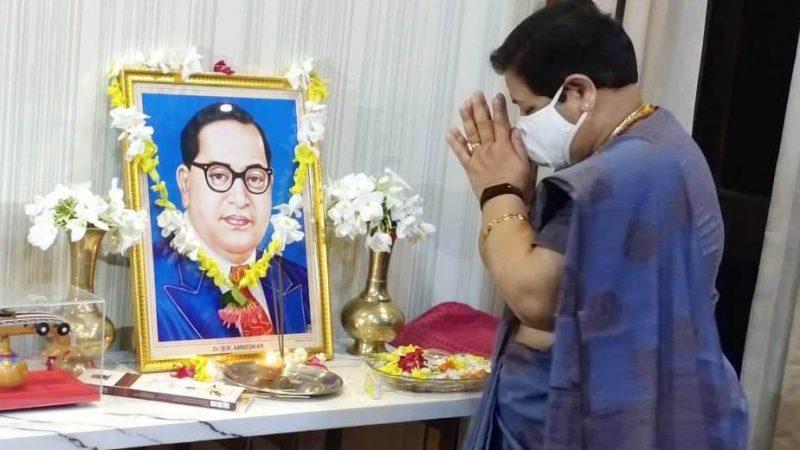राज्यपाल ने भारत रत्न डॉ. अंबेडकर के छायाचित्र पर माल्यार्पण कर उन्हें नमन किया