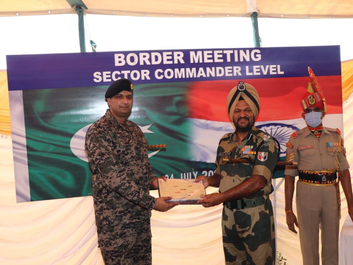 बीएसएफ और पाक रेंजर्स के बीच हुई कमांडर लेवल की मीटिंग, भारत ने ड्रोन हमलों पर दर्ज कराया विरोध