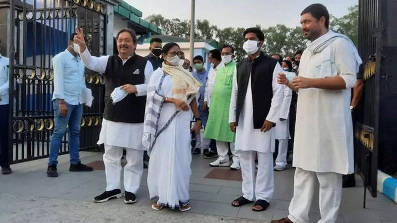 बंगाल से बाहर भी प्रभाव बढ़ाएंगी ममता! यूपी के दो कांग्रेसियों को साथ लेकर दिया संदेश